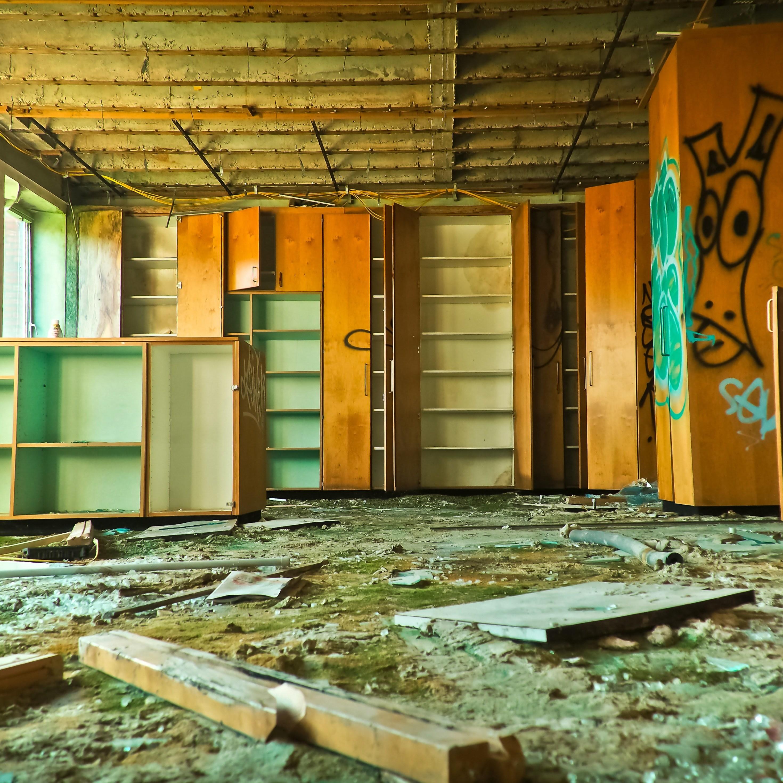 Poničený byt a nájemník nikde